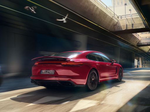 Courage changes everything. The new Panamera GTS.