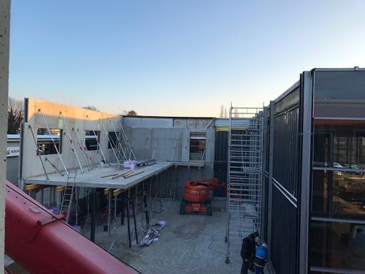 Sonnenaufgang über unserem Neubau.